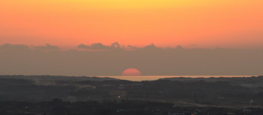 東光山から見た夕日